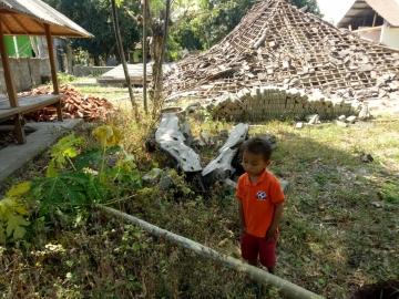 Dieses Kind hat sein  Haus verloren