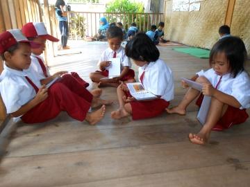 1. Schuljahr liest Menschenaffen