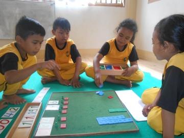 Gemeinschaftsarbeit Satrian, Dahlia Azis , Aiyzah